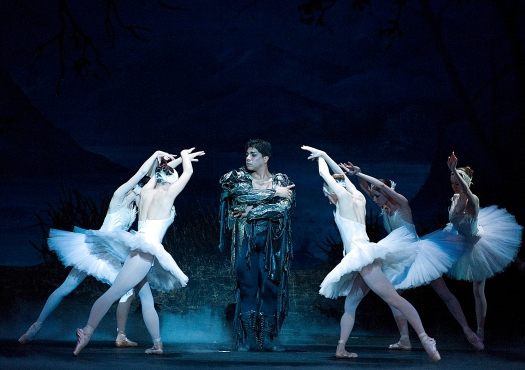 Eivar Martinez in Swan Lake, photo by Gene Schiavone, DSC6103