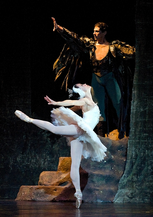 Leticia Guerrero, Raeman Kilfoil, Swan Lake, photo by Gene Schiavone, DSC4541